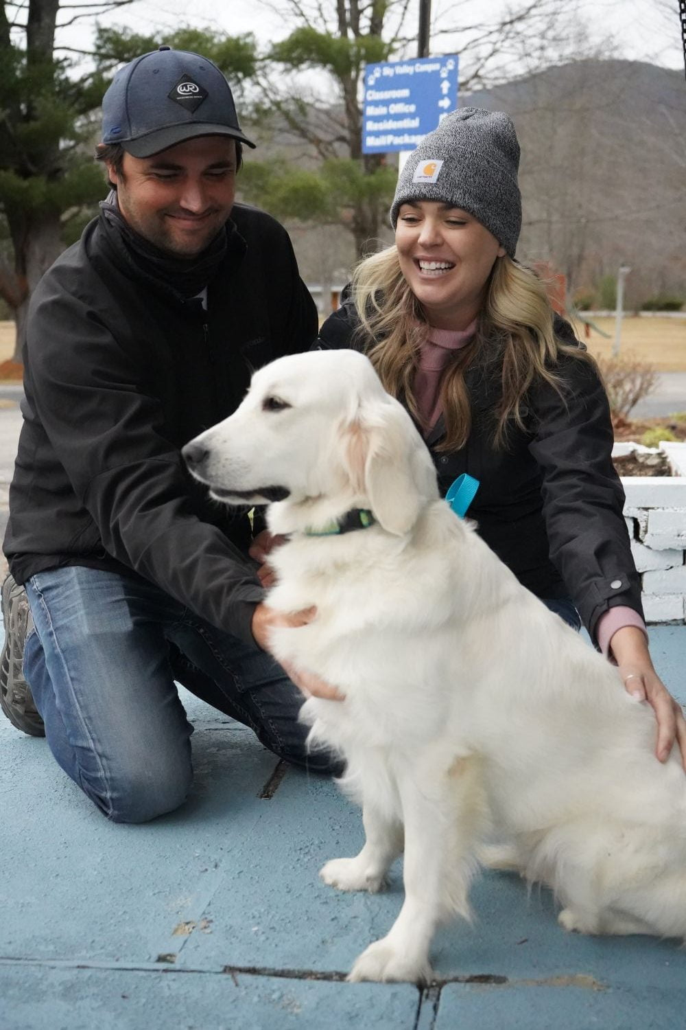 little-angels-service-dogs-happy-adoptions-couple-golden-lab