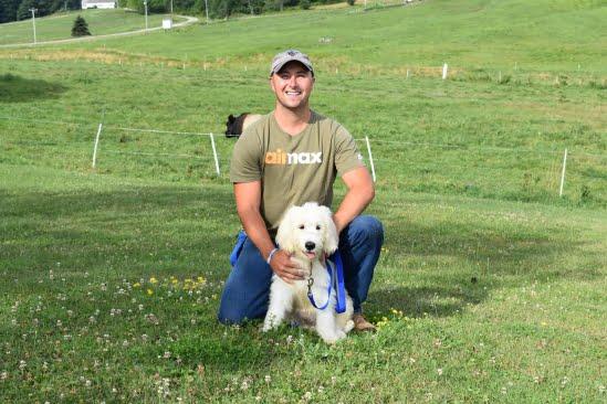 little-angels-service-dogs-get-involved-prison-program-trainer-labradoodle